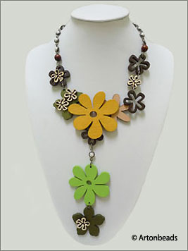 Wooden Flower Pieces Necklace